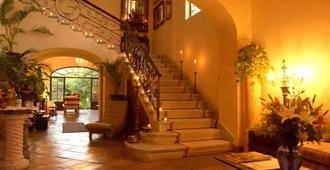 Villa Ganz Boutique Hotel - Guadalajara - Merdivenler
