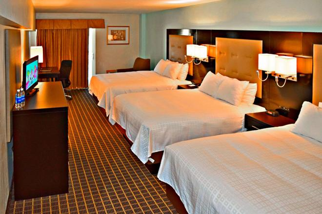 Clarion Hotel - Rock Springs - Bedroom