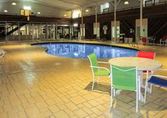 Clarion Hotel - Rock Springs - Pool