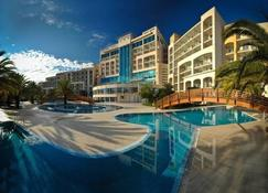 Hotel Splendid Conference and Spa Resort - Budva - Piscina
