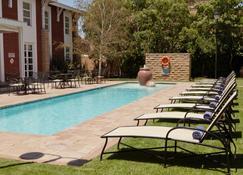 Protea Hotel by Marriott Bloemfontein - Блумфонтейн - Бассейн