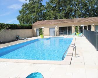 Acotel Confort - Le Pontet - Pool