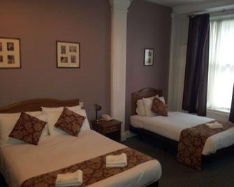 County Hotel - Carlisle - Bedroom