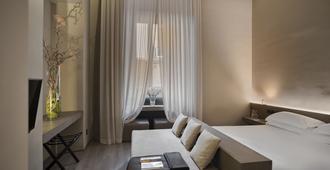 Hotel dei Barbieri - Rome - Bedroom
