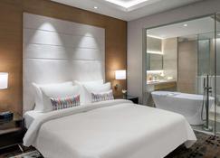 Feathers- A Radha Hotel - Ченнаї - Bedroom