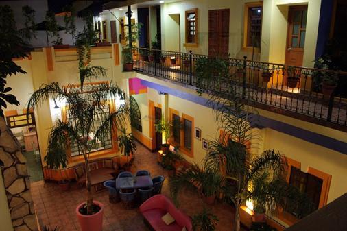 Casa Vilasanta - Hostel - Γουαδαλαχάρα