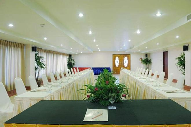 Baumanburi - Patong - Meeting room