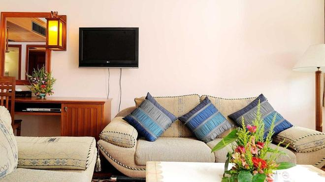Baumanburi - Patong - Living room