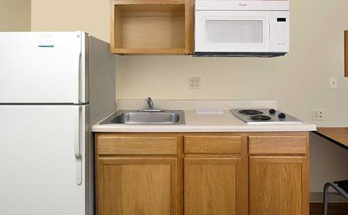 Woodspring Suites Council Bluffs - Council Bluffs - Keittiö