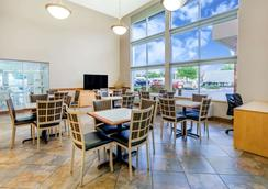 Super 8 by Wyndham Madison South - Madison - Restaurant