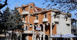hotel ferrari - טיראנה