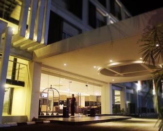 The Evitel Hotel - Cikarang - Building
