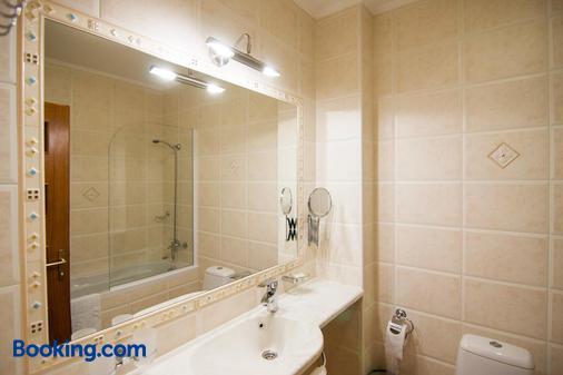 Komilfo Hotel - Chisinau - Bathroom