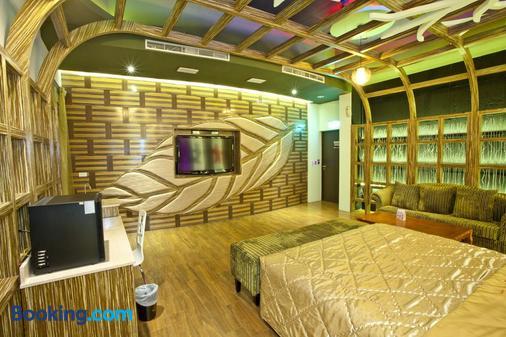 Wei Feng Exquisite Hotel Nanzi Branch - Kaohsiung - Living room