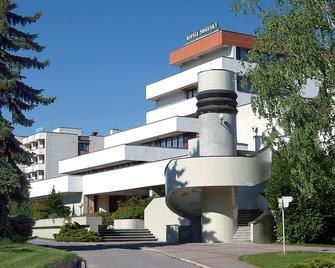 Hotel Central - Smrdáky - Building