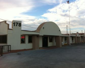 Lakeview Inn & Suites - Zapata - Building