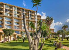 Four Views Oasis Hotel - Caniço - Gebäude