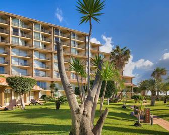 Four Views Oasis Hotel - Caniço - Building