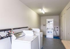 Motel 6 Albuquerque Northeast - Albuquerque - Laundry facility