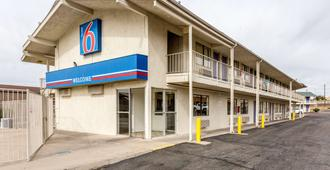 Motel 6 Albuquerque Northeast - Albuquerque - Building