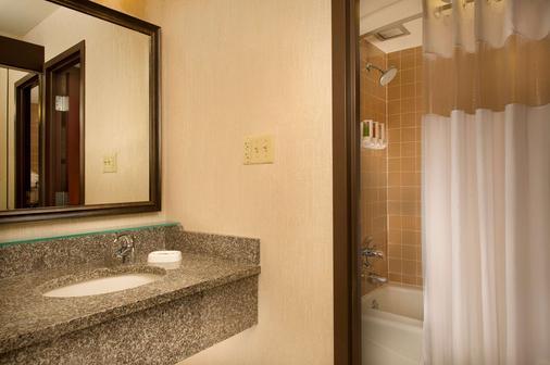堪塞斯城體育場德魯里套房酒店 - 堪薩斯市 - 堪薩斯城 - 浴室