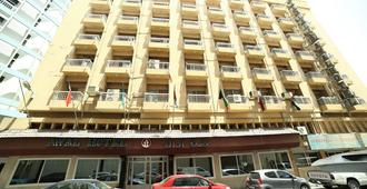 Awal Hotel - Manama - Building