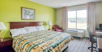 Norcross Inn And Suites - Norcross - Bedroom