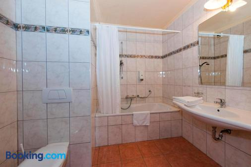 Hotel-Restaurant Petry - Vianden - Bathroom
