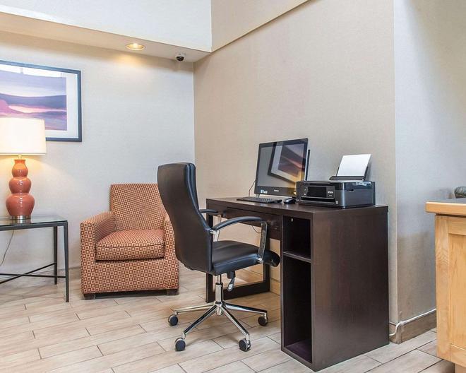 Comfort Inn Hwy. 401 - Kingston - Centro de negocios