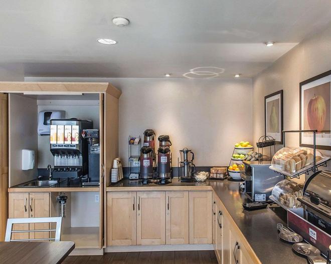 Comfort Inn Hwy. 401 - Kingston - Buffet