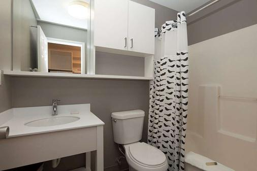 Uptown Suites Extended Stay Charlotte/ Concord - Concord - Baño