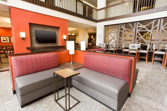 Drury Inn & Suites St. Louis Airport - St. Louis - Lobby