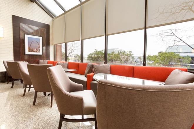Drury Inn & Suites St. Louis Airport - St. Louis - Lounge