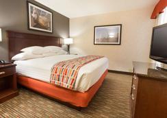 Drury Inn & Suites St. Louis Airport - Saint Louis - Makuuhuone