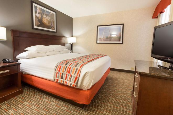 Drury Inn & Suites St. Louis Airport - St. Louis - Bedroom