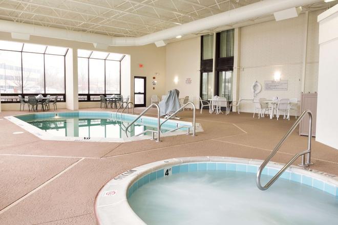 Drury Inn & Suites St. Louis Airport - St. Louis - Pool
