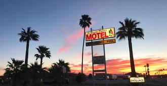 El Rancho Dolores Motel at Joshua Tree National Park - Twentynine Palms - Outdoors view