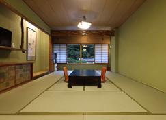 Yubara Kokusai Kanko Hotel Kikunoyu - Maniwa - Τραπεζαρία