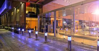 Novotel Pune Nagar Road - Pune - Hotel entrance