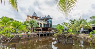 Zen Premium Casa Loma Resort - Pantai Cenang