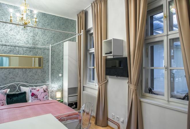 7 Tales Suites - Прага - Спальня