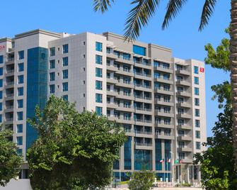 Ramada Hotel & Suites by Wyndham Amwaj Islands Manama - Muharraq - Building