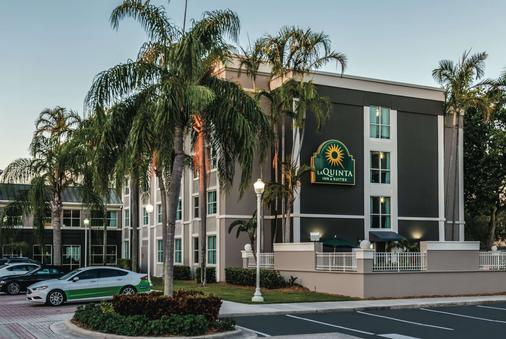 La Quinta Inn & Suites by Wyndham Plantation at SW 6th St - Plantation - Κτίριο