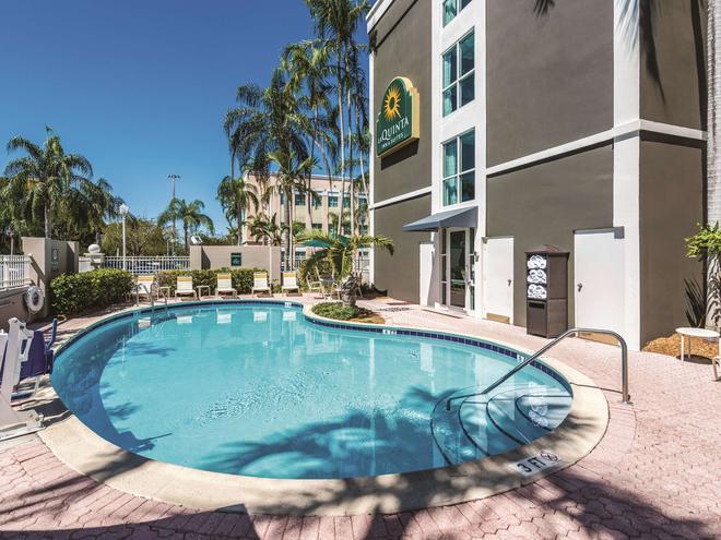 La Quinta Inn & Suites by Wyndham Plantation at SW 6th St - Plantation - Pool