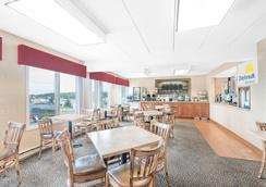 Days Inn & Suites by Wyndham Duluth by the Mall - Дулут - Ресторан