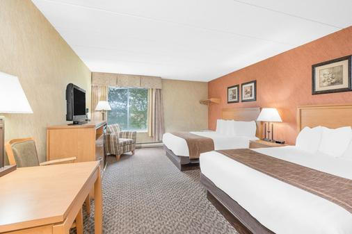 Days Inn & Suites by Wyndham Duluth by the Mall - Duluth - Bedroom