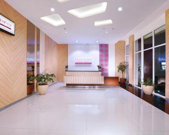 Favehotel Diponegoro - Semarang - Front desk