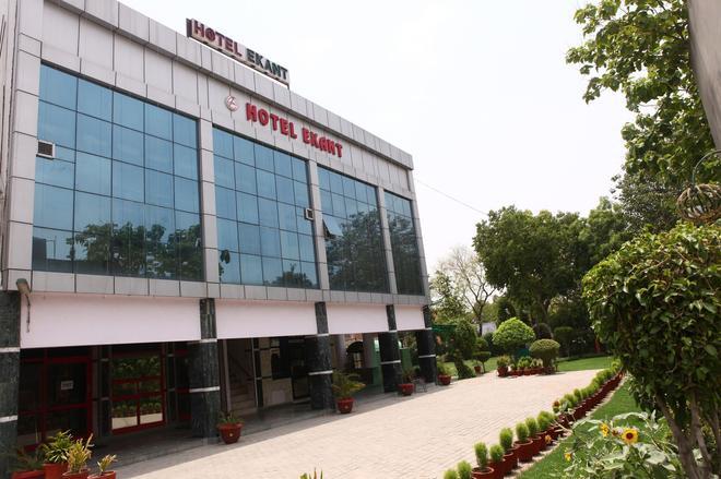 Hotel Ekant - Faridabad - Building