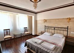 Bozcaada Fahri Hotel - Bozcaada - Bedroom