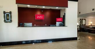 Red Roof Inn Charlotte - University - Charlotte - Front desk